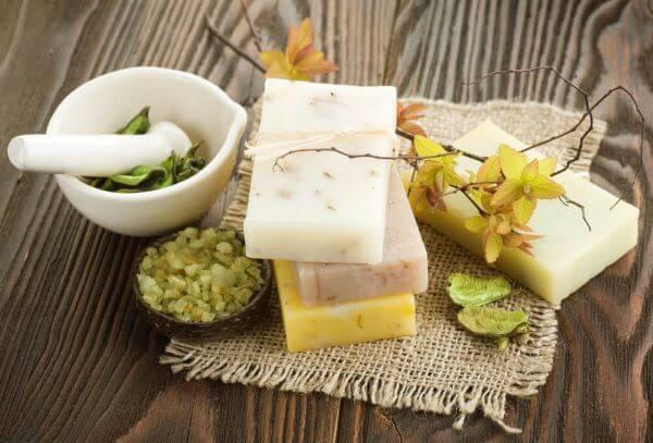 Como fazer sabonete artesanal com ingredientes naturais
