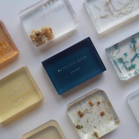 Como fazer sabonete artesanal com diferentes ingredientes