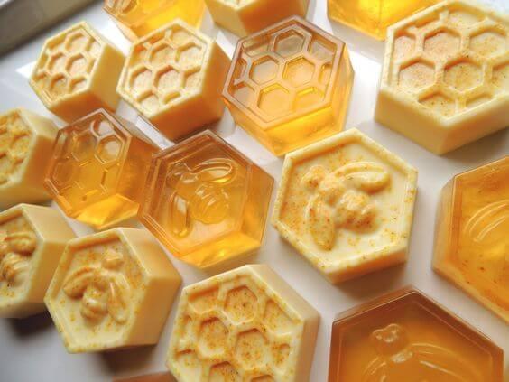 Como fazer sabonetes artesanais com mel são super hidratante