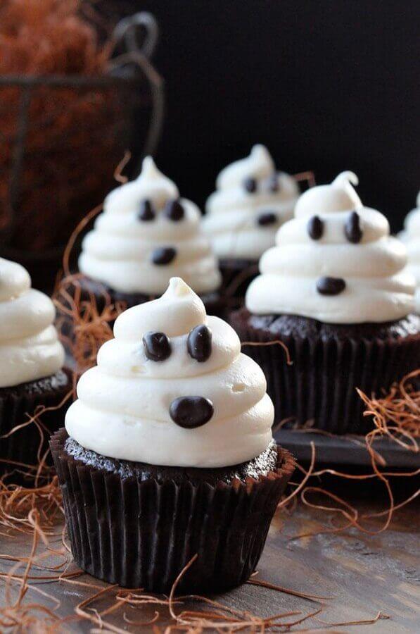 cupcake com rostinho de fantasma para festa de dia das bruxas Foto Pinterest