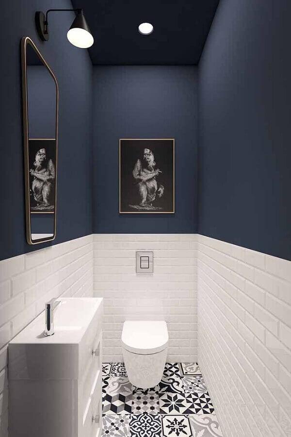 decoração banheiro azul marinho e branco Foto HomeBook