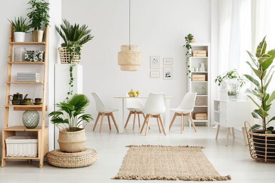 decoração clean para sala de jantar com elementos naturais