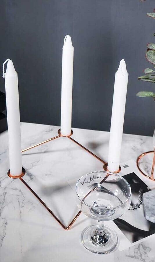 decoração com castiçal moderno rose gold Foto Pinterest