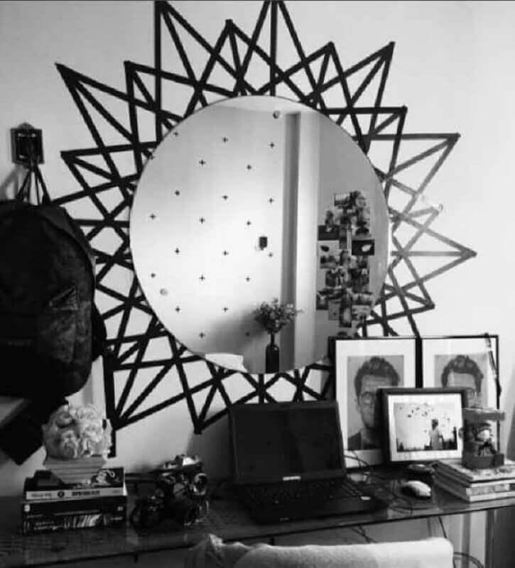 decoração com fita isolante preta para parede com espelho redondo Foto Decoração e Arte