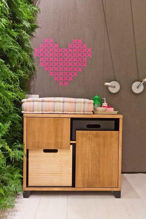 decoração com fita isolante rosa para parede cinza Foto Reciclar e Decorar