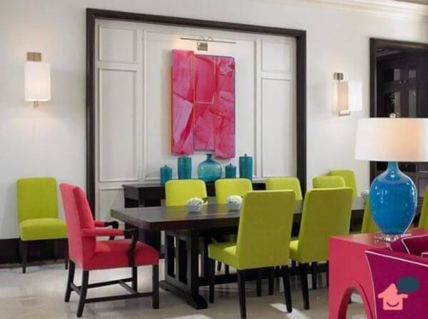 decoração de casa rosa fúcsia e verde