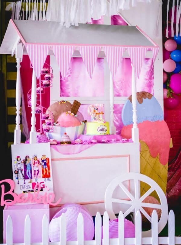 Carrinho de doces para decorar a festa da barbie com muita criatividade
