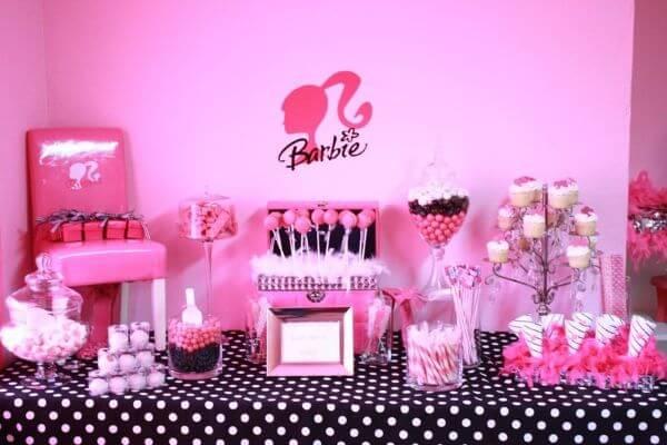 Decoração de festa da barbie preto e rosa