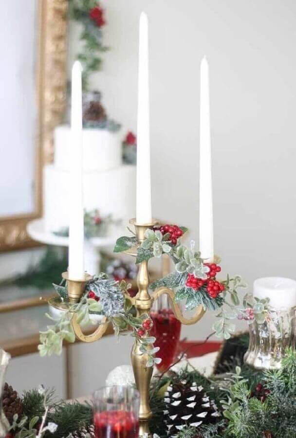 decoração de natal com castiçal dourado candelabro Foto Pinterest