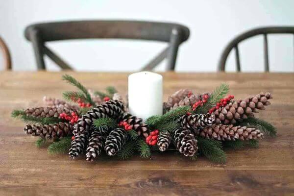 Decoração de natal com plantas e velas