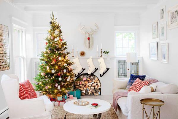 Decoração de natal para sala com árvore iluminada