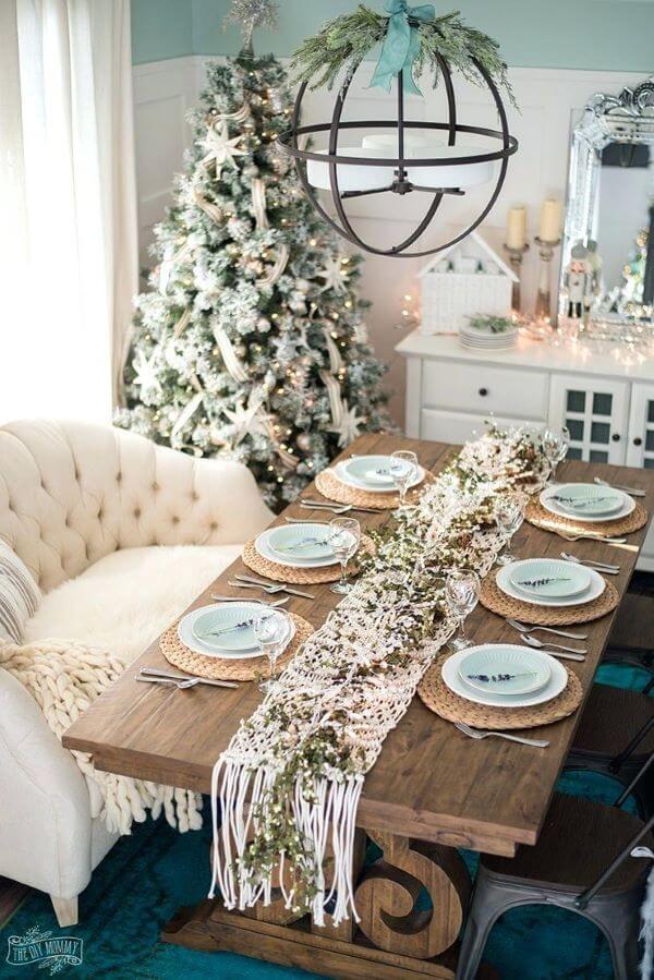 Decoração de natal para sala de jantar com centro de mesa em macramê