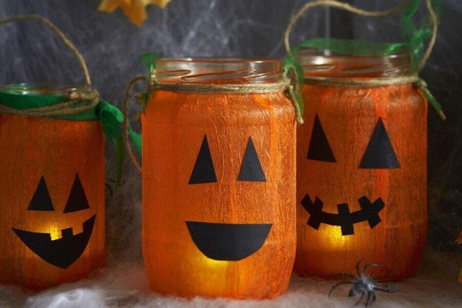 decoração dia das bruxas com potes de vidro personalizados foto Pinterest