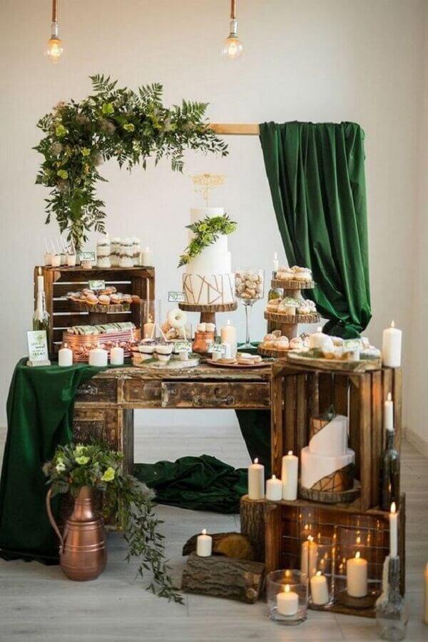 decoração mini wedding rústico com caixotes de madeira Foto MODwedding