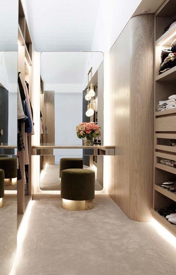 decoração moderna para closet luxuoso pequeno Foto WW52