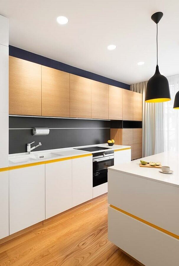 decoração moderna para cozinha amarela e branca com armário de madeira Foto Behance