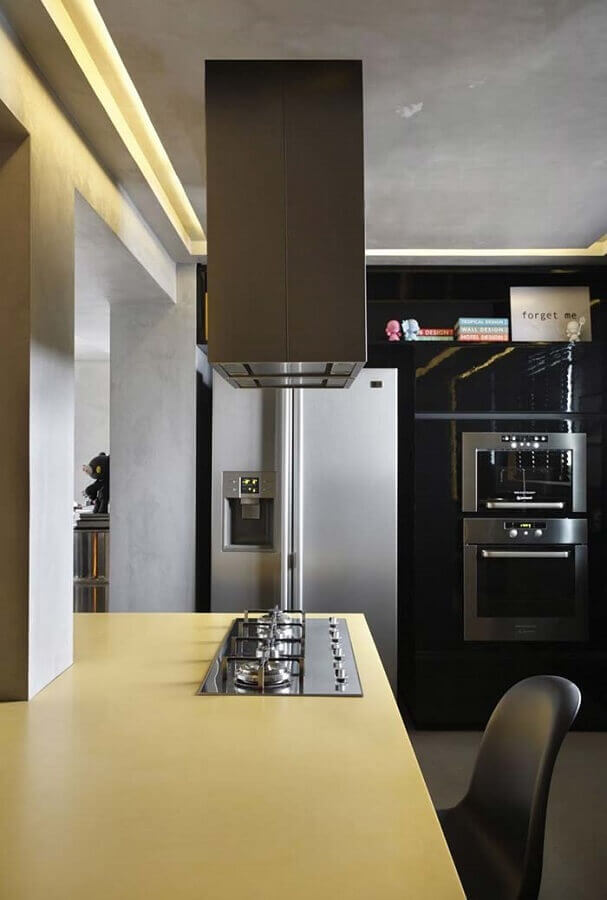 decoração moderna para cozinha planejada amarela e preta Foto HomeDSGN