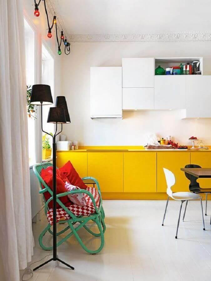 decoração para cozinha amarela e branca Foto ELLE Decoration