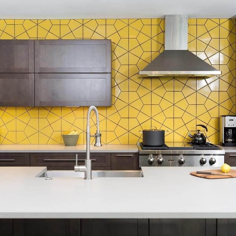 decoração para cozinha cinza e amarela com detalhes em inox Foto Pinterest