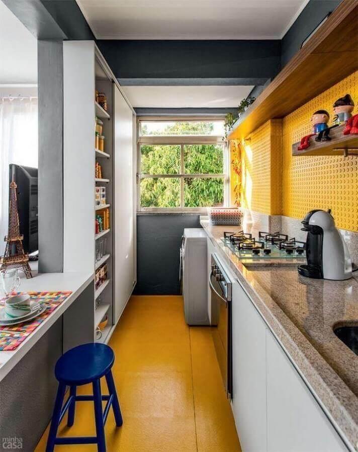 decoração para cozinha compacta amarela Foto Juliana Rocha