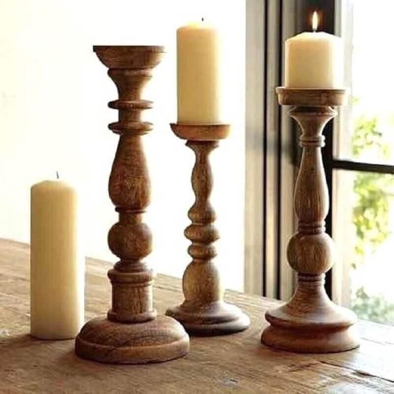 decoração rústica com castiçal de madeira Foto Wood Save