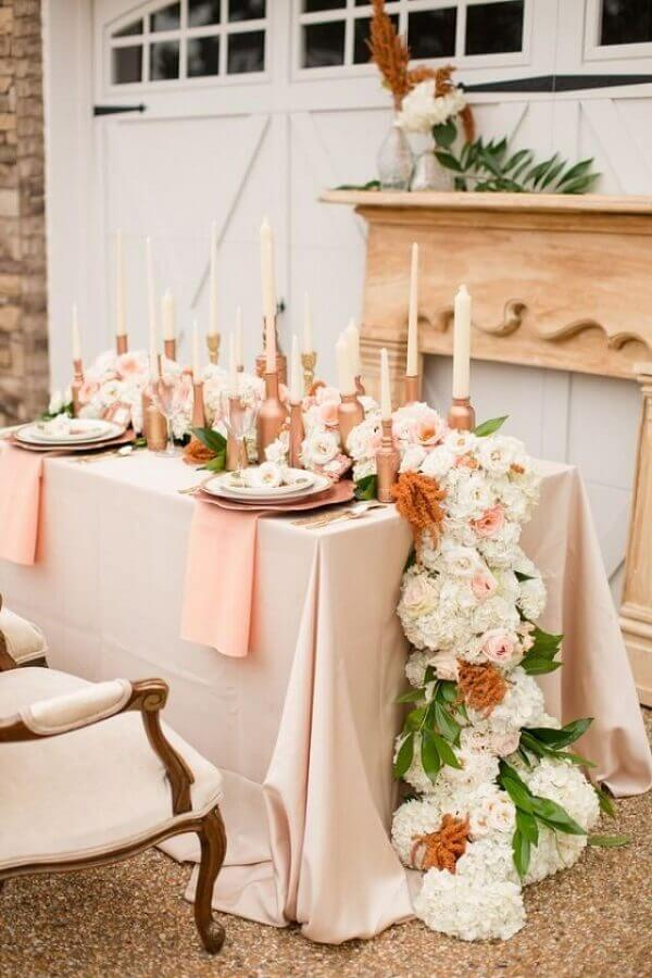 decoração romântica para mini wedding em casa com detalhes em rose gold Foto Weddbook