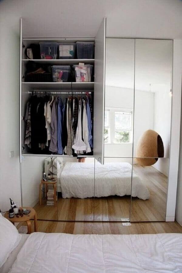 decoração simples com guarda roupa com espelho Foto Diamond Home