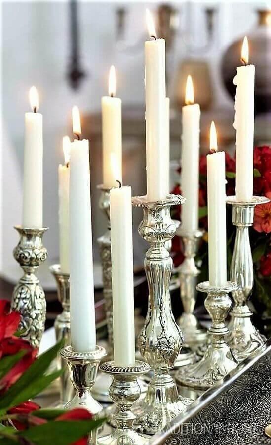decoração sofisticada com castiçais prata Foto Pinterest