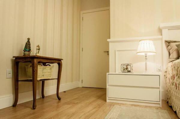 Decoração quarto de casal com criado mudo
