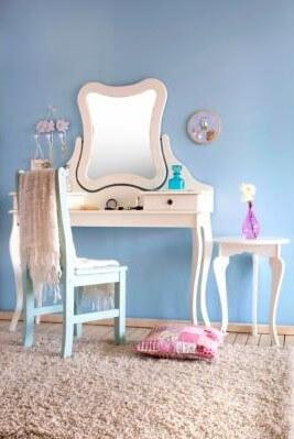 Decoração de quarto de menina com penteadeira infantil