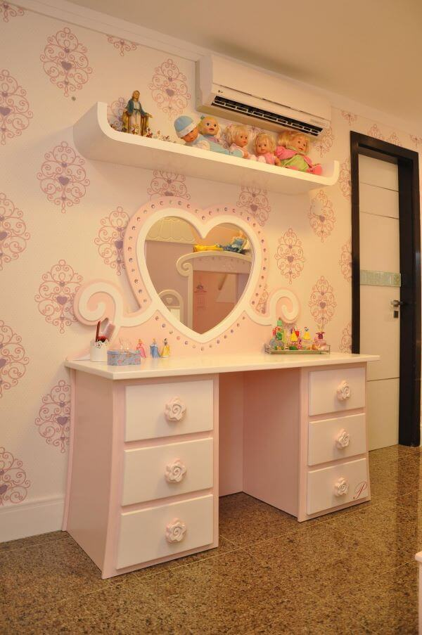 Penteadeira infantil com espelho