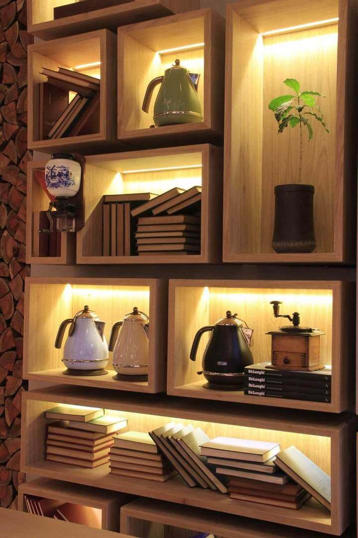estante com nichos de madeira