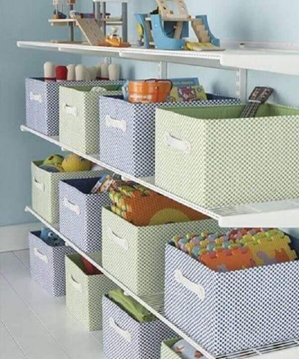 Estante para brinquedos com caixa organizadora