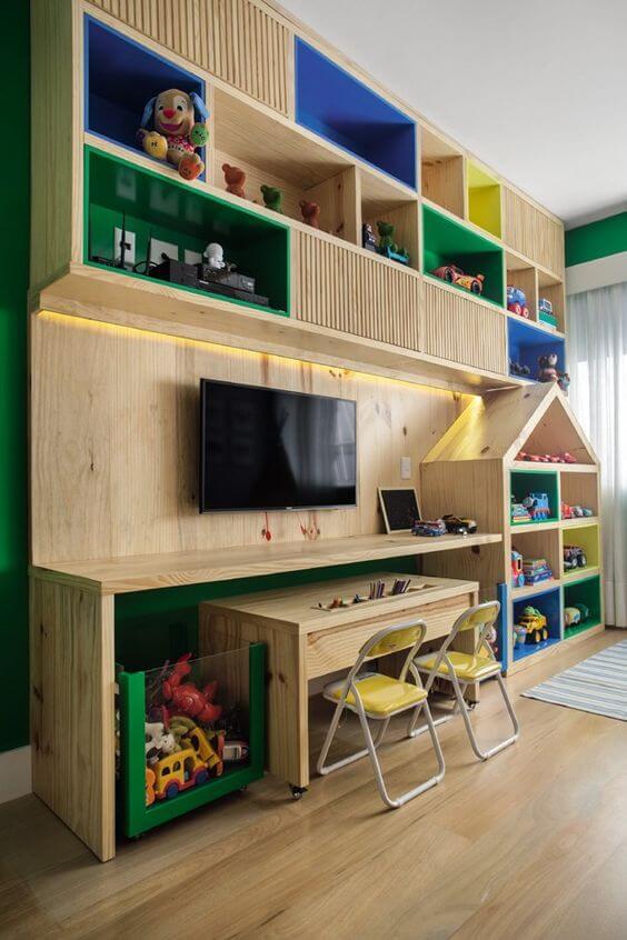 Estante para brinquedos com escrivaninha