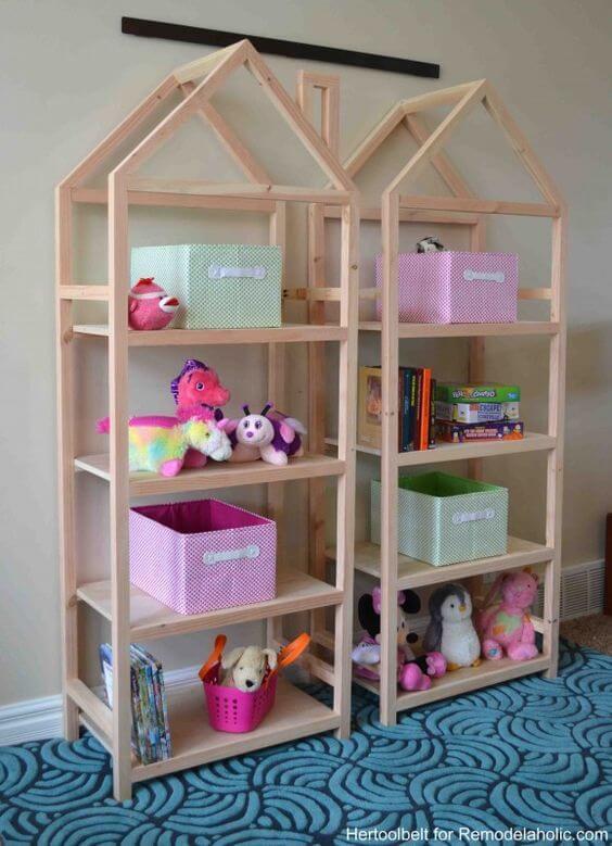 Estante para brinquedos em formato de casinha