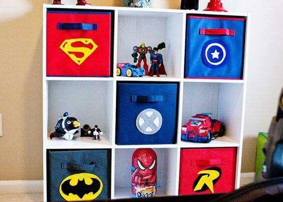 Estante para brinquedos com tema de super herois