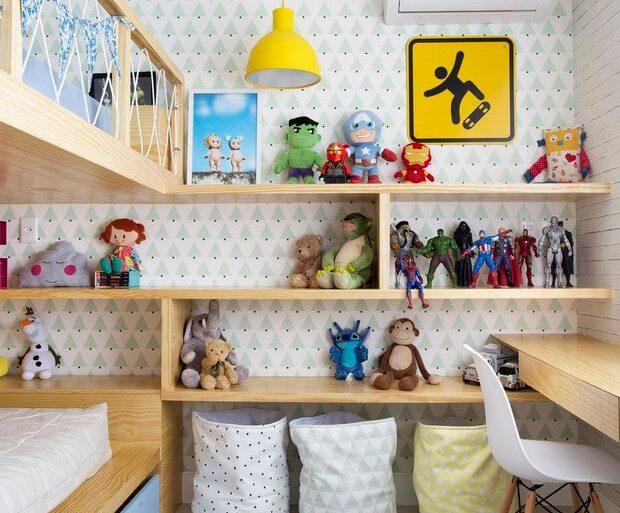 estante-para-brinquedos-em-quarto-compartilhado-com-escrivaninha