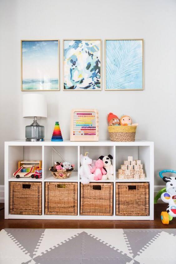 Estante para brinquedos com caixas organizadoras