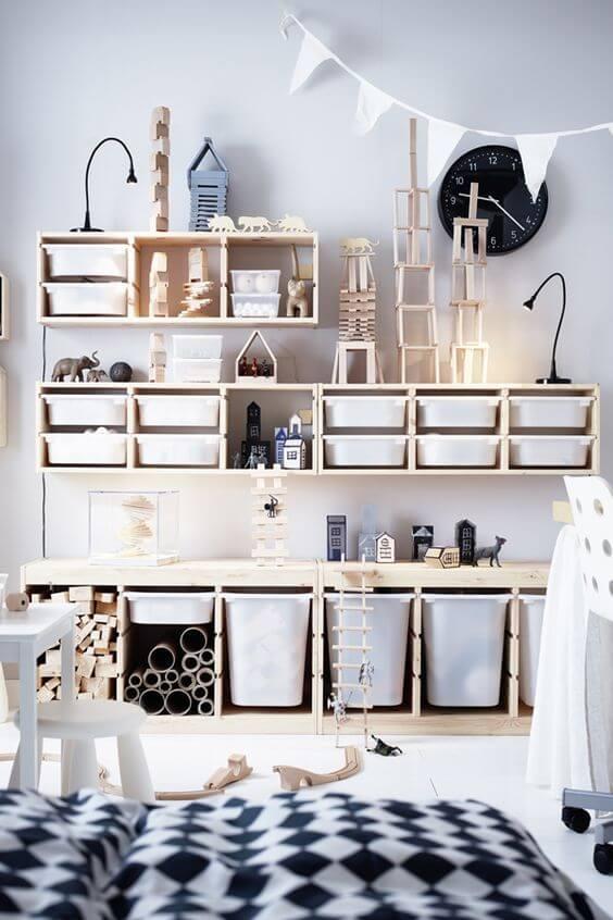 caixas organizadoras na sua estante para brinquedos