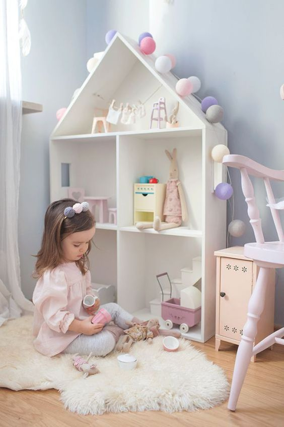 A estante para brinquedos pequenas é perfeita para brincar no quarto