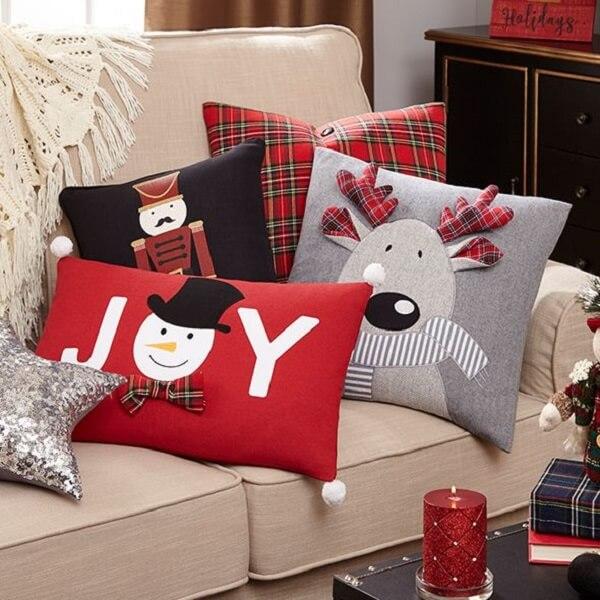 Conjunto de almofadas de Natal complementam a decoração da sala