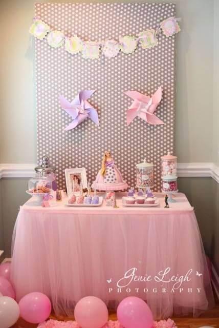 Festa da barbie princesa com bolo da boneca