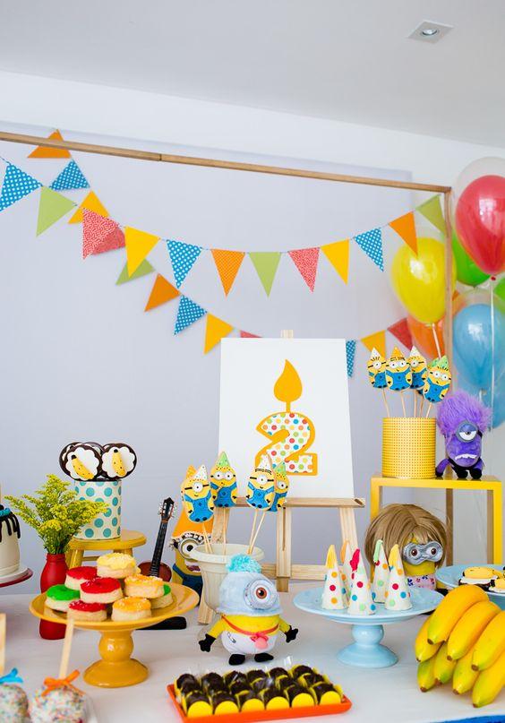 festa dos minions - mesa de doces completa decorada