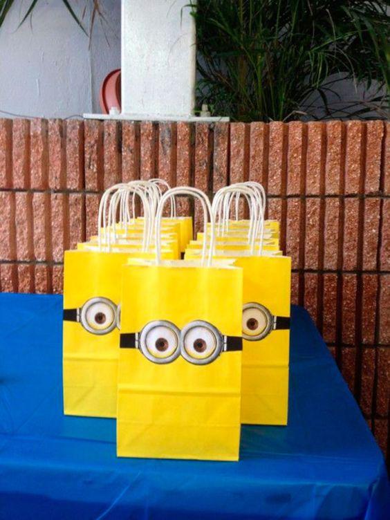 festa dos minions - sacolas de brindes decorada