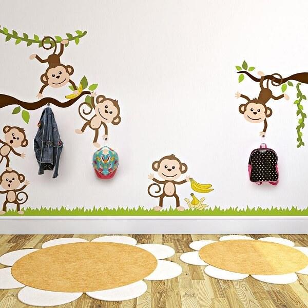 Gancho de parede adesivo auxilia na organização das crianças