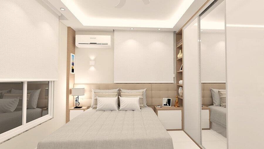 guarda roupa branco com espelho para quarto todo branco com cabeceira estofada Foto Pinterest