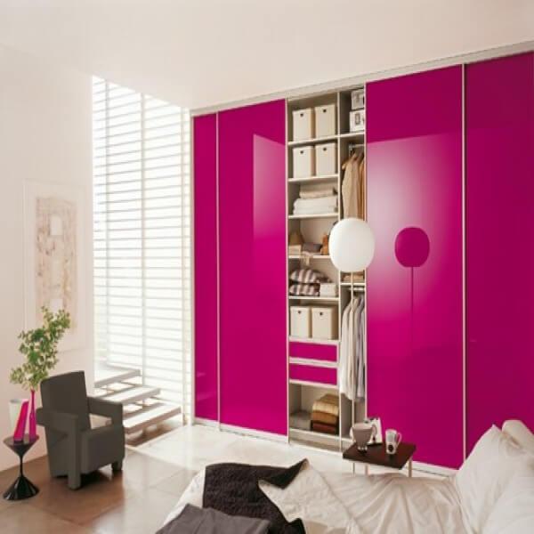 Guarda roupa cor de rosa fúcsia