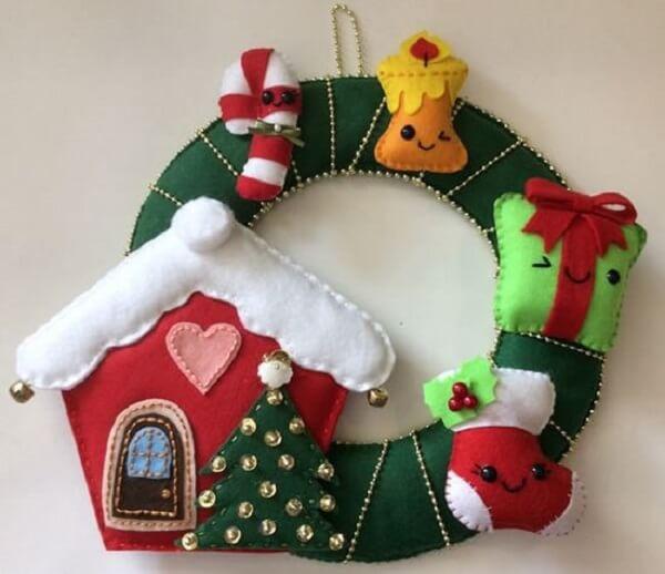 Guirlanda para Natal feita com elementos em feltro