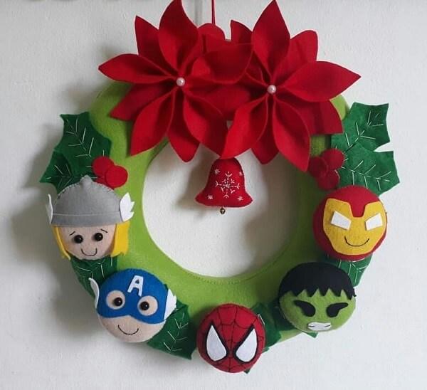 Guirlanda de Natal feita com personagens em feltro