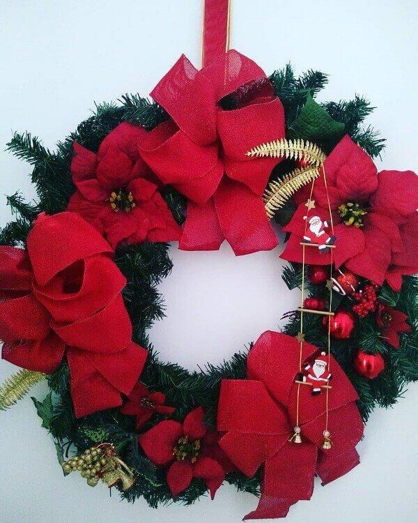 Guirlanda de Natal com flores artificiais